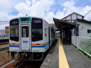 新所原駅に停車中のTH2104