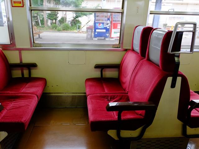 座席(横から)