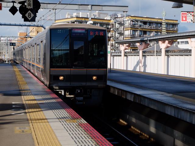 奈良駅ホームにて。2107M