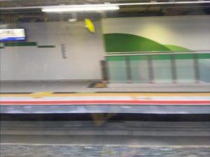 車窓から見たJR野江駅ホーム