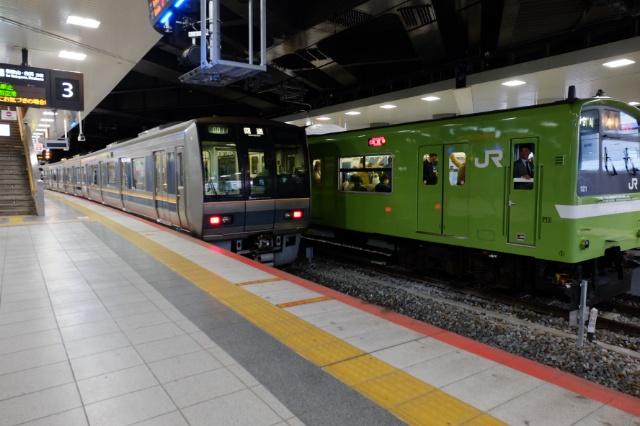 新大阪駅おおさか東線ホーム