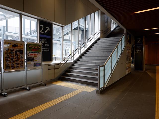 駅内部・階段