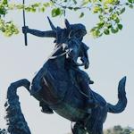 謙信公騎馬像