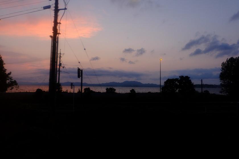 車窓から見える夕暮れ
