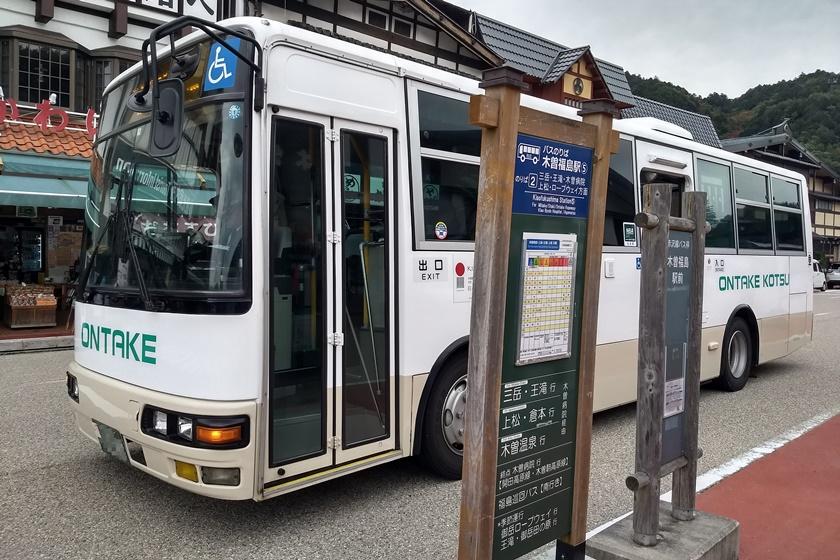 赤沢自然休養林行のバス