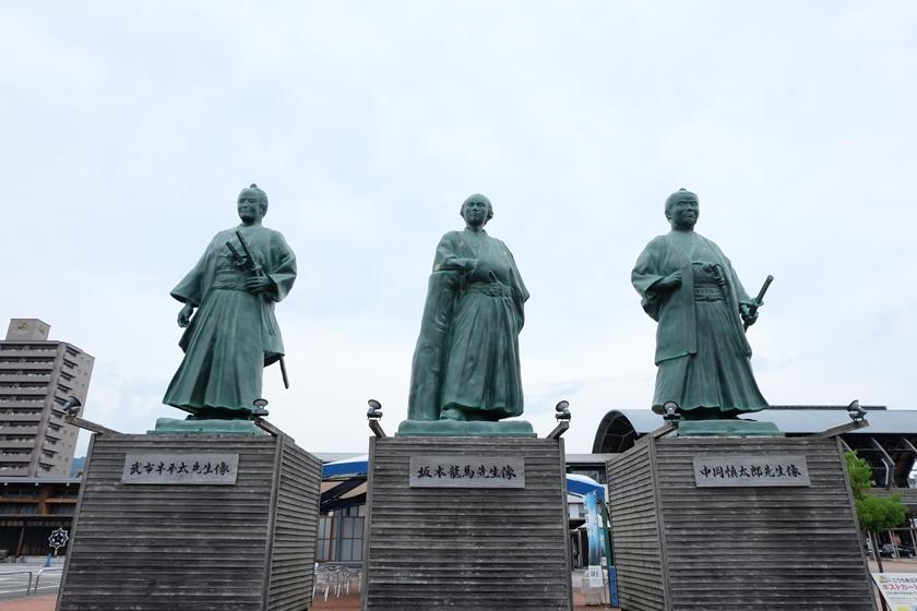 坂本龍馬・中岡慎太郎・武市半平太の像