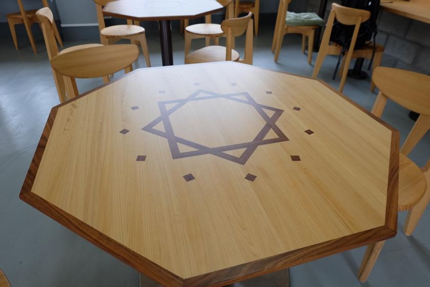待合室 テーブル