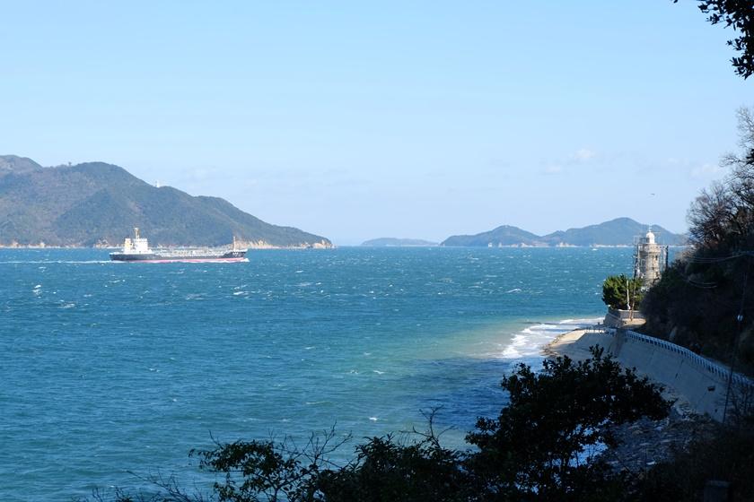 前方に見える男木島灯台