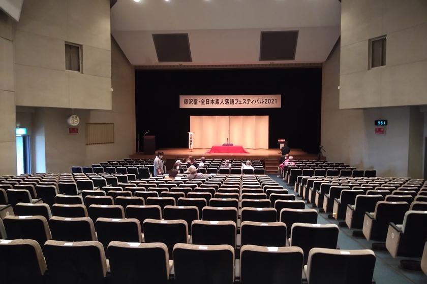 小ホール後方から見たステージ