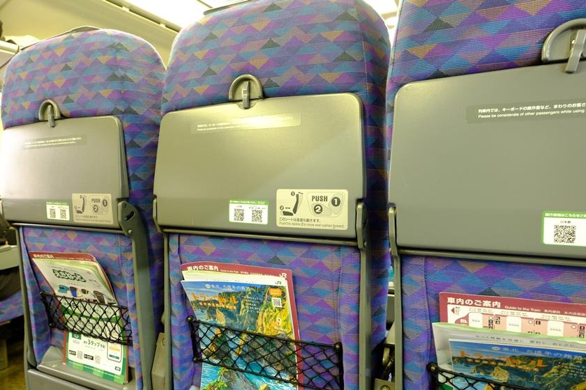1階席の座席(背面)