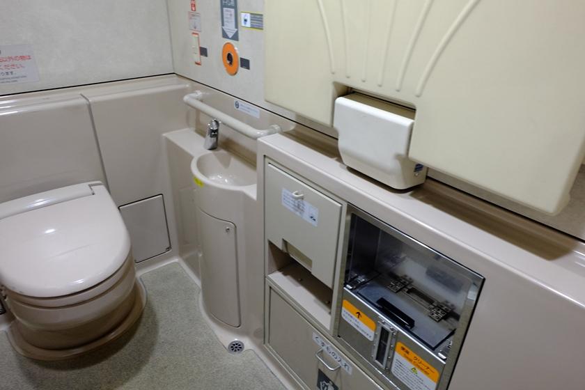 スペース広めの多機能トイレ